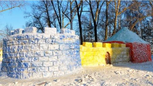 форт из снега