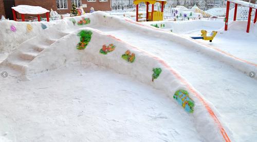 снежная горка со ступеньками