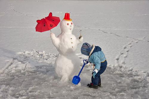 снеговик с зонтом