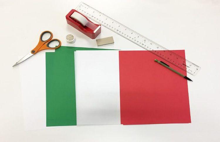 необходимые принадлежности для изготовления снежинок из бумаги