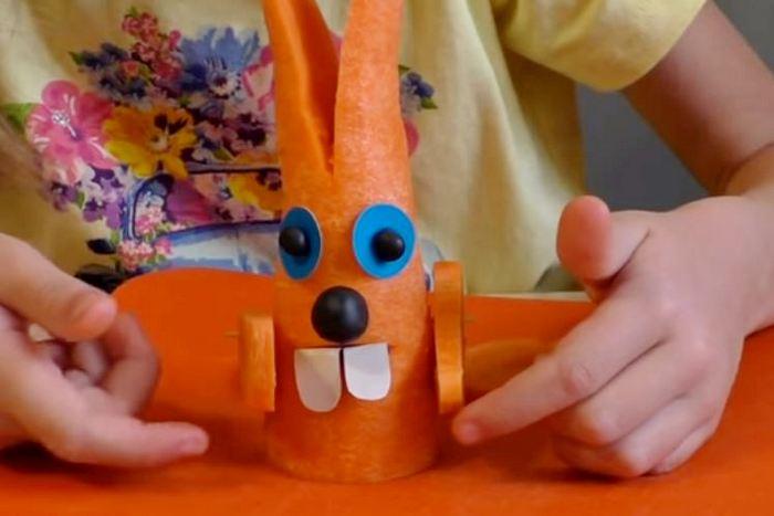 зайчик из морковки